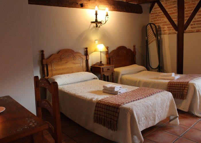 casa rura La Toba II, habitación doble con salida a terraza