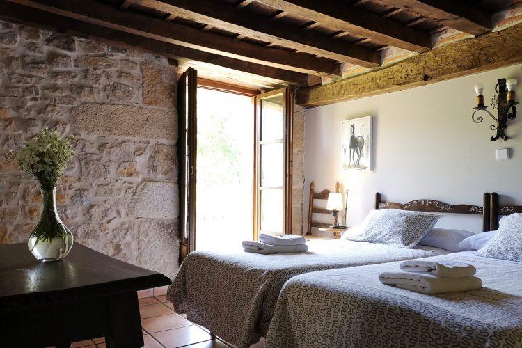 habitación doble con baño en casa rural